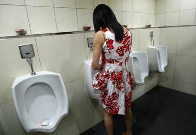 Trans bath at urinal